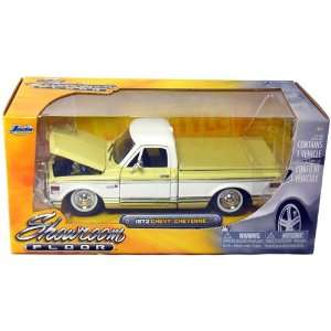 1972 Chevy Cheyenne Pickup Truck 124 Scale (Yellow/White