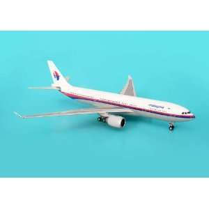 Phoenix Malaysia A330 200 1/400 REG#9M MKW: Toys & Games