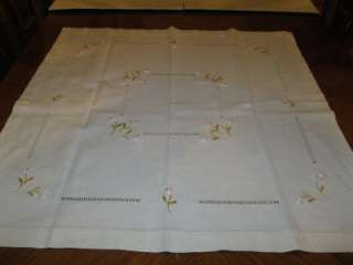 VINTAGE SQUARE OFF WHITE EMBROIDERED DRAWN TABLE RUNNER TABLECLOTH 32